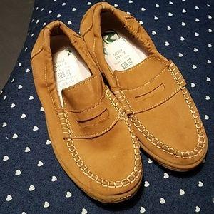 Kids tan maturing shoes